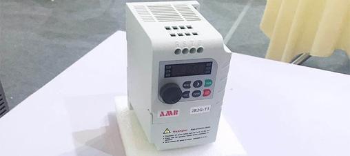 变频器保养清理灰尘过程中需要注意什么?